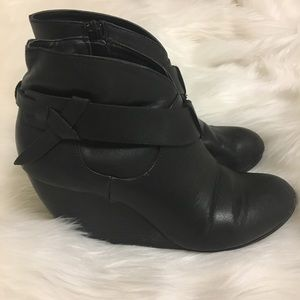 American Eagle black leather ankle booties- 6